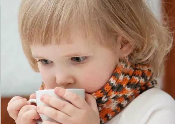 宝宝喷嚏连着打、鼻塞老不好,别再把过敏性鼻